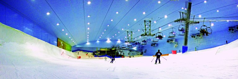 Skiing at ski dubai