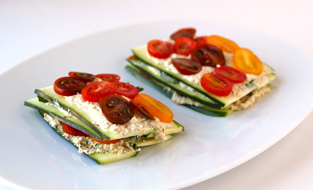 Raw zucchini and tomato lasagne